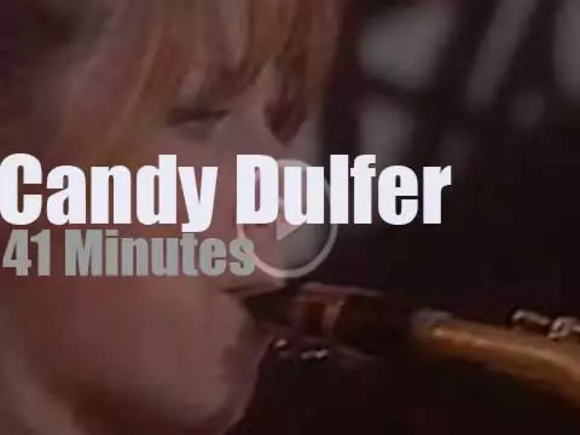 Candy Dulfer takes Funky Stuff to the beach (1993)