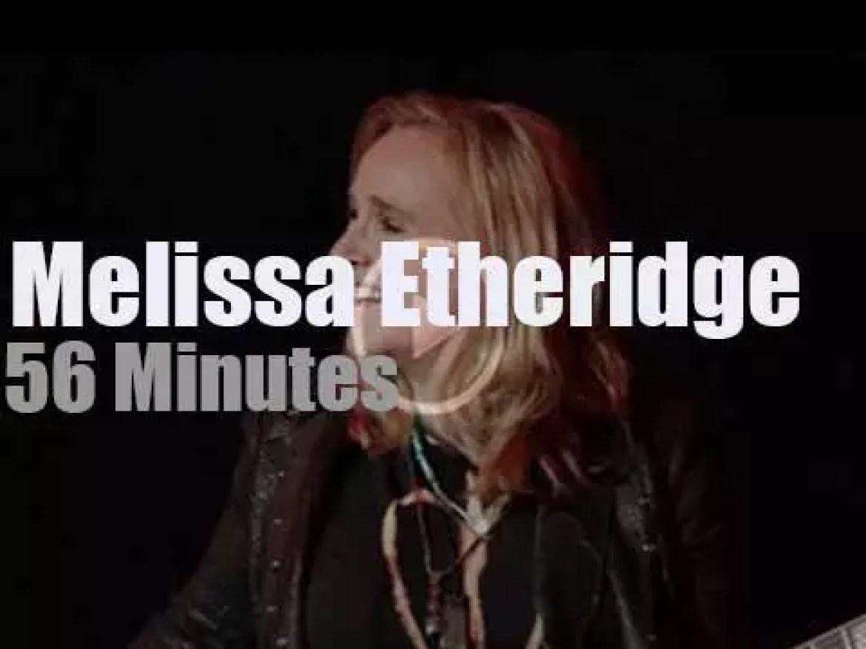 Melissa Etheridge gives a solo show (2016)