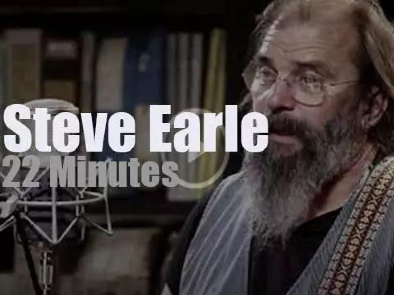 Steve Earle  plays a short set at Paste Studios (2017)