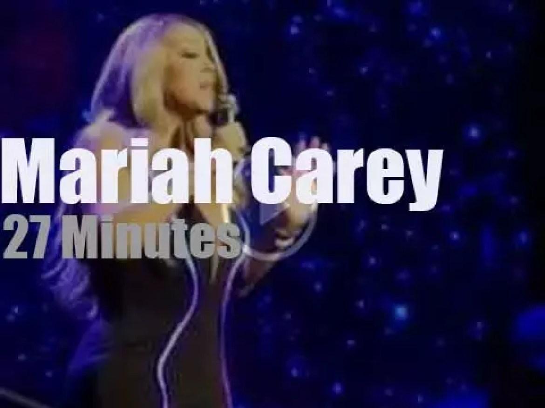 Mariah Carey sings in Detroit (2019)