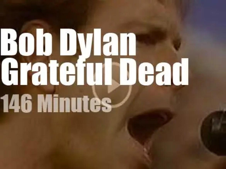 Bob Dylan joins Grateful Dead in Massachussets (1987)