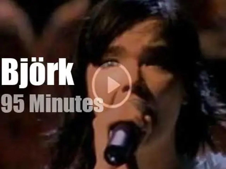 Björk performs in London (2001)