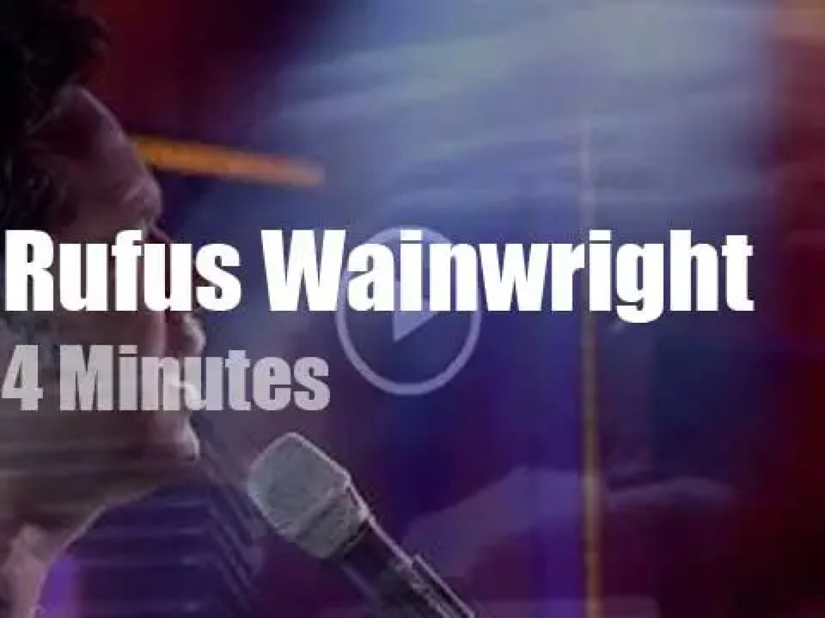 On French TV today, Rufus Wainwright covers Leonard Cohen (2019)