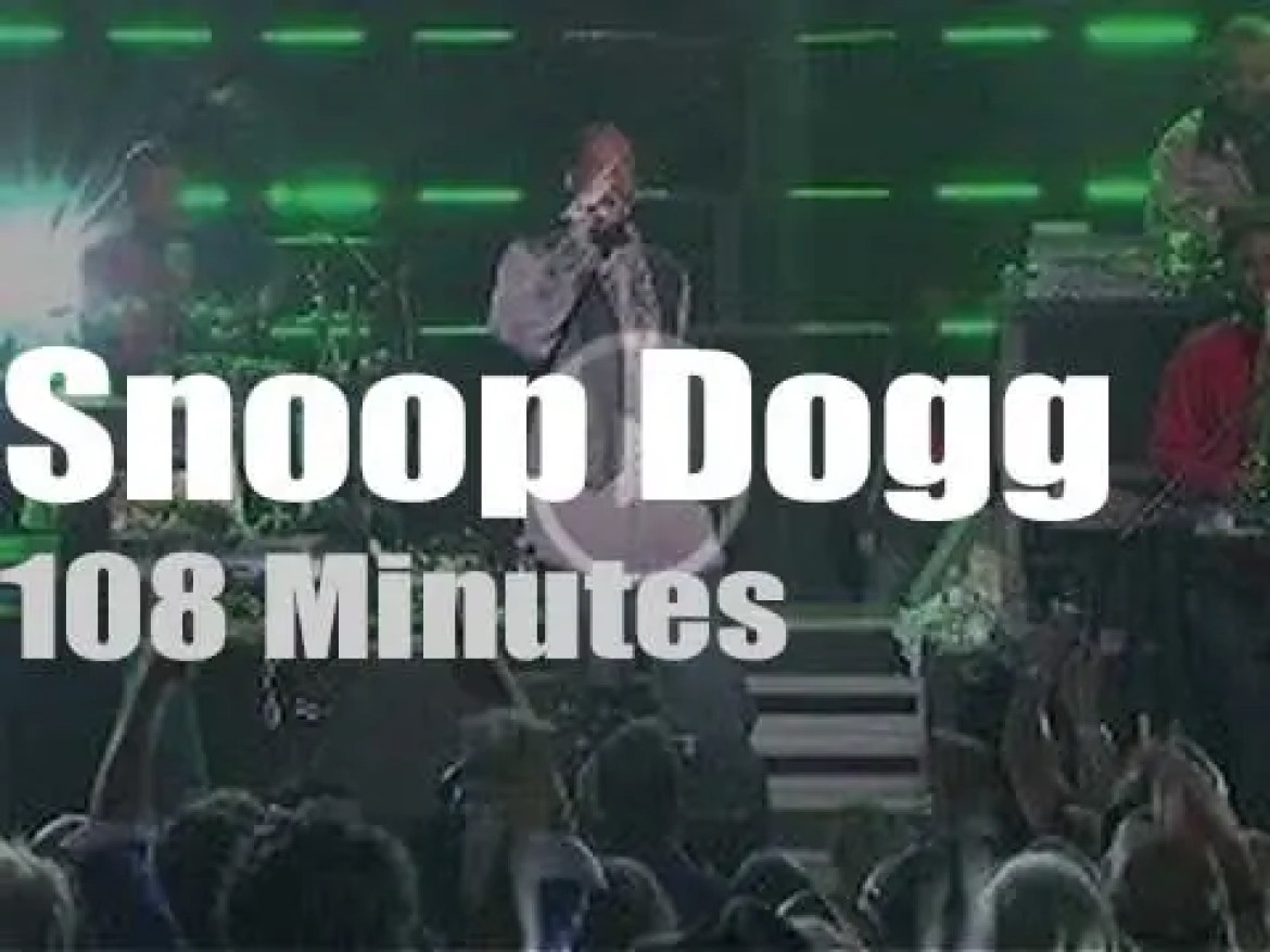 Snoop Dogg raps in Hollywood (2015)