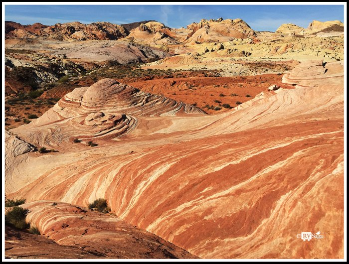 Flows of Colors on Sandstone Formations