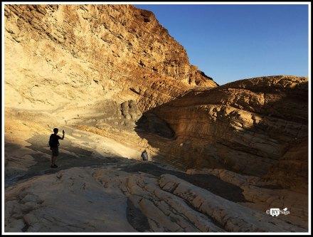 Hikers at Mosaic Canyon