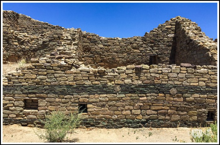 Two-Stripes-of-Green-Stones-on-the-Wall-of-Aztec-Ruins