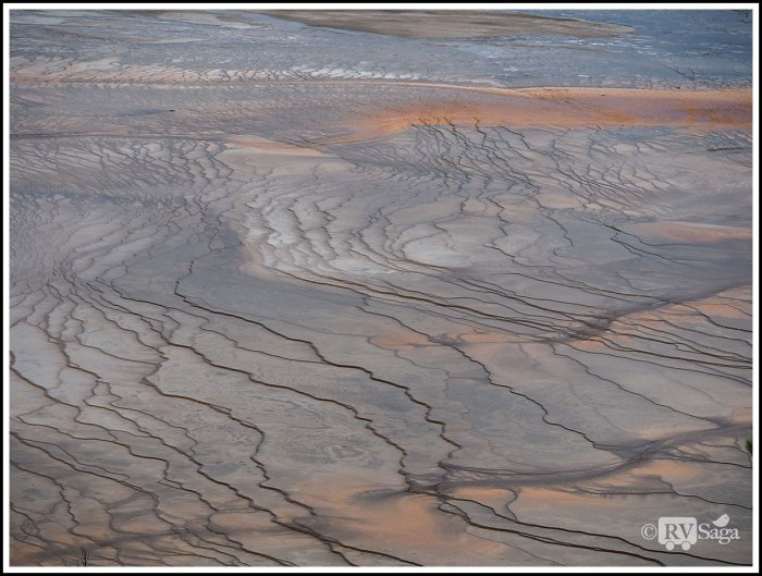 Patterns-of-the-Runoff-Channels-of-Grand-Prismatic-Spring