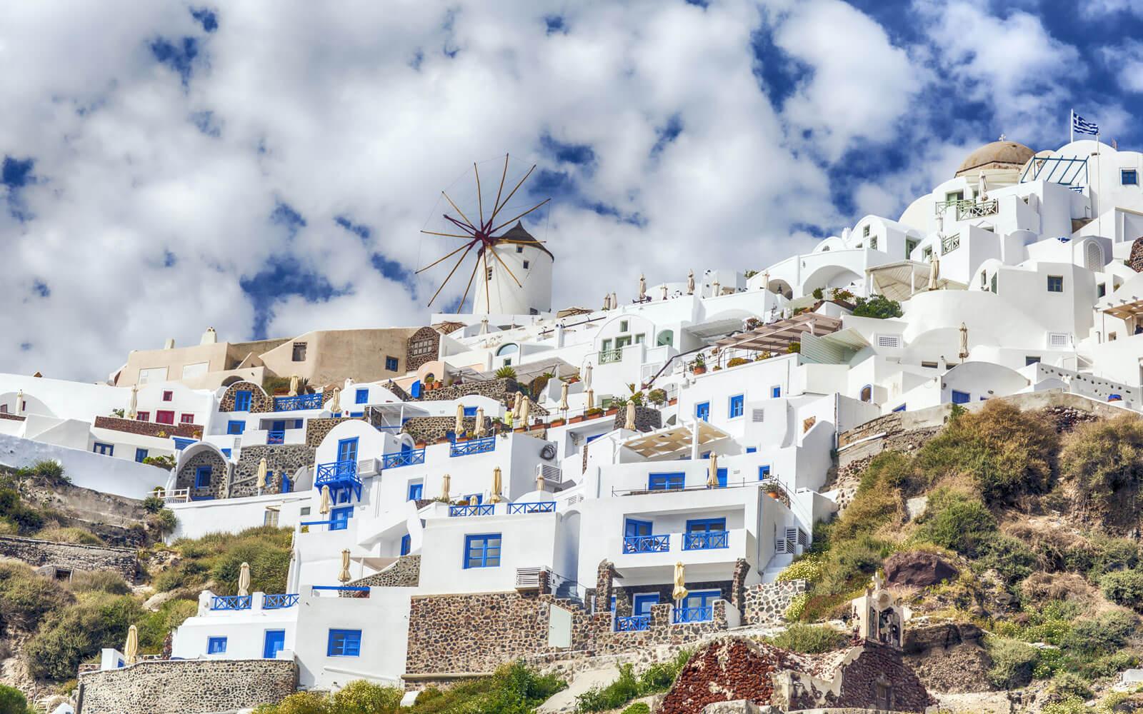 جزيرة سانتوريني الرومانسية في اليونان
