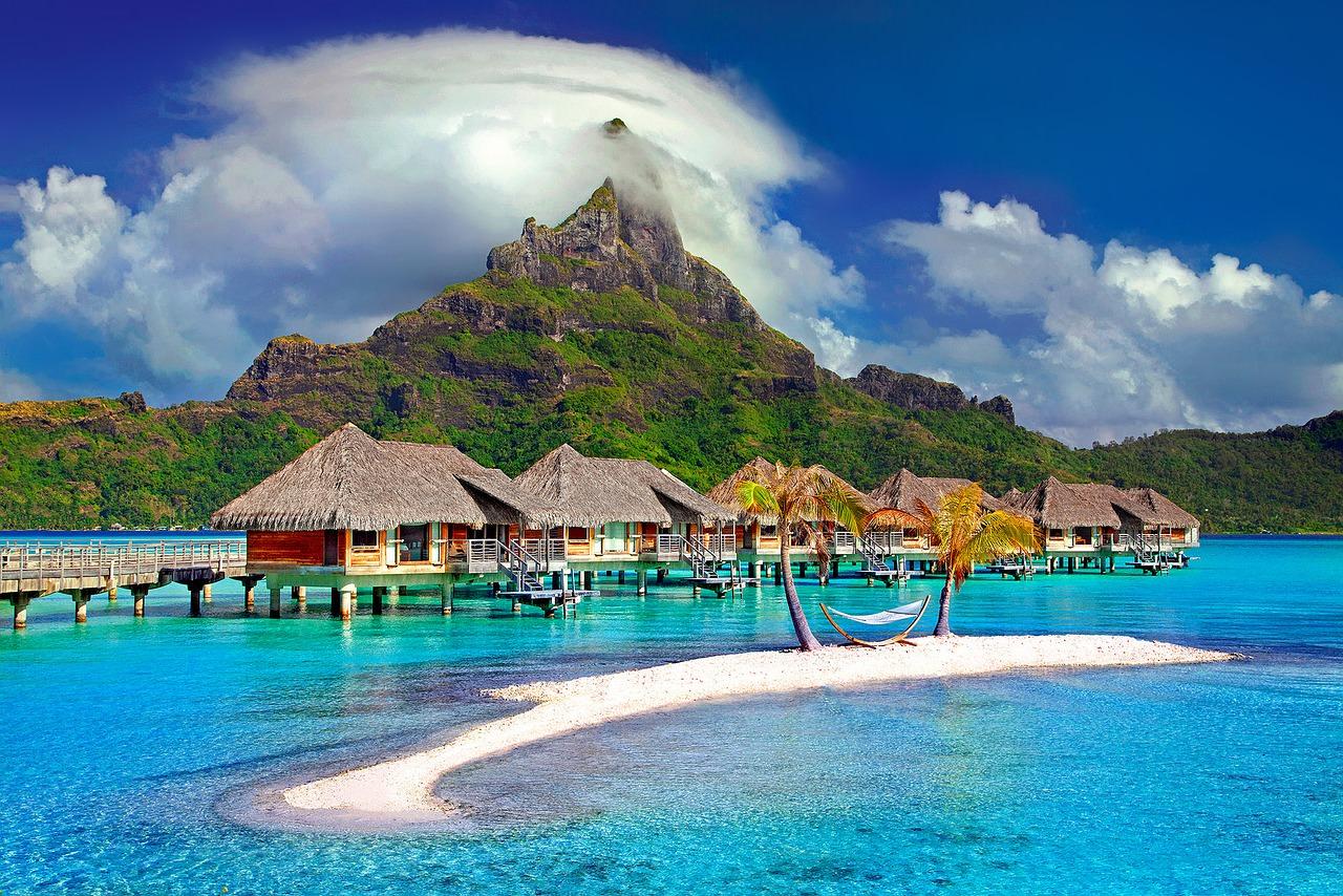 جزيرة بورا بورا الساحرة في بولينيزيا الفرنسية