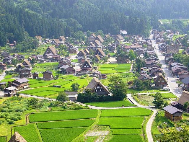 قرية شيراكاوا الريفية في اليابان
