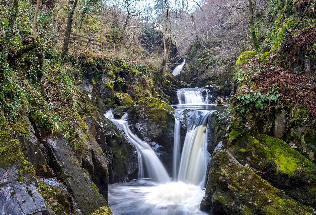 من عجائب الطبيعة الخلابة في يوركشاير ، إنجلترا
