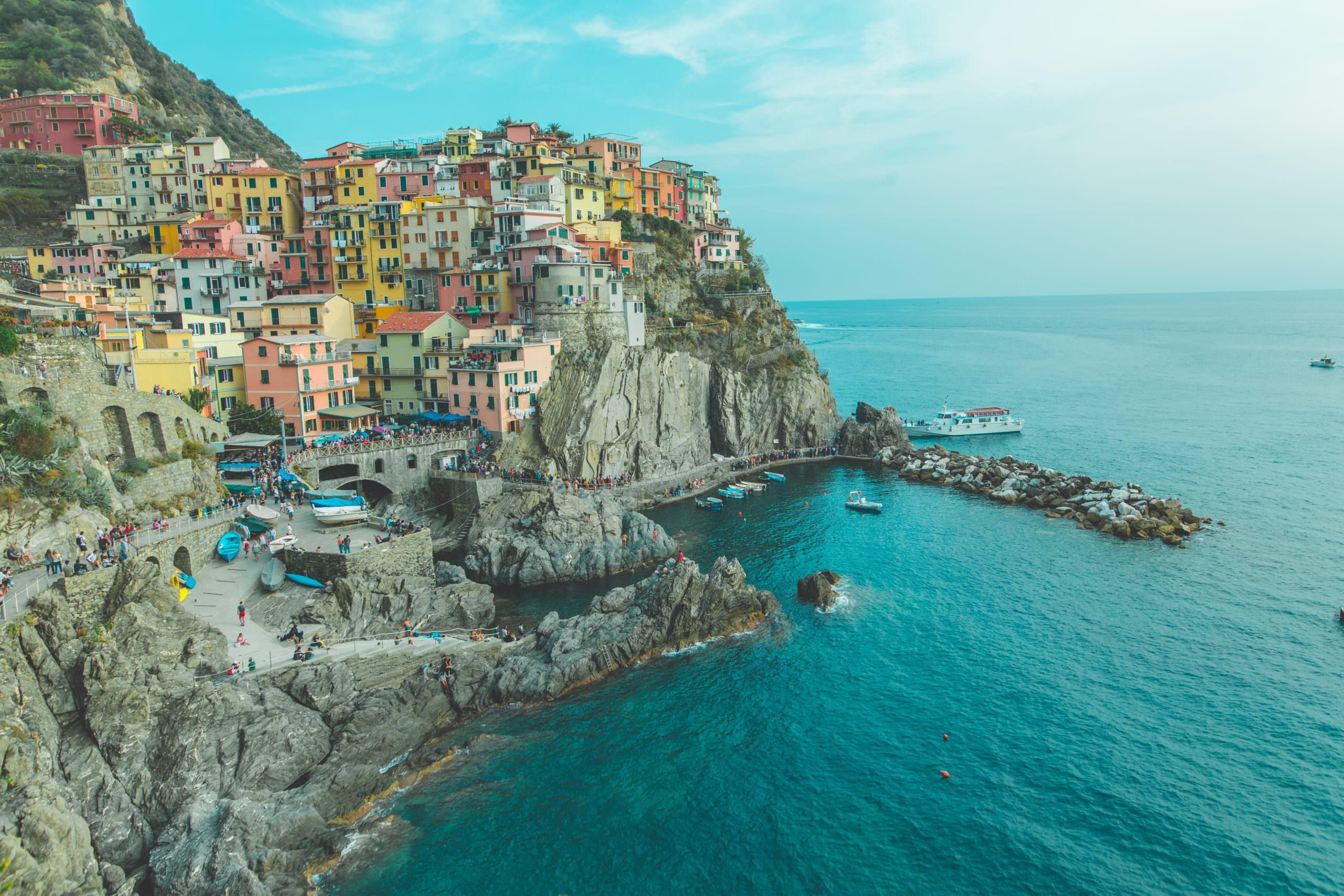 أجمل المدن الساحرة ذات المنازل الملونة