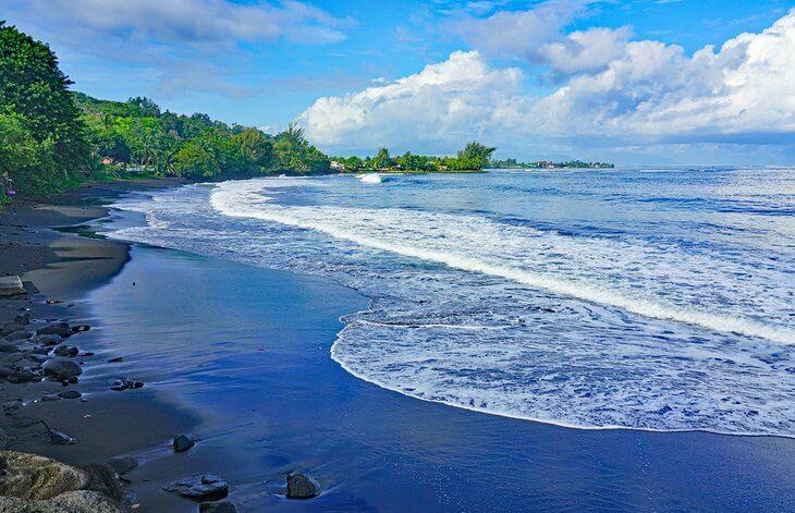 شواطئ الرمال السوداء