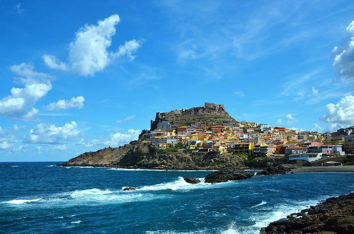 أماكن سريالية خيالية في سردينيا ، إيطاليا