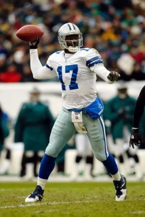 Though owning a 7-4 record against NFC East opponents, Quincy Carter was ultimately a quarterback who couldnt handle the spotlight in Dallas, said Bill Parcells.