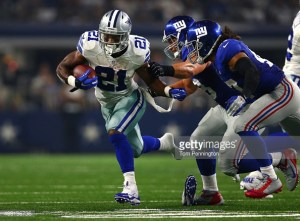 Dallas Cowboys Joseph Randle #21 eludes New York Giants defenders in the second half.