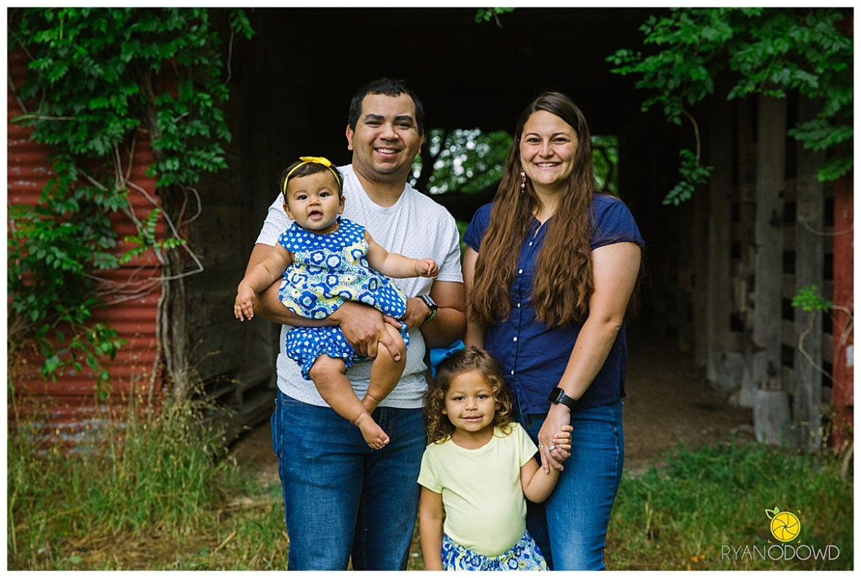 springtime farmhouse barn family shoot_0644.jpg