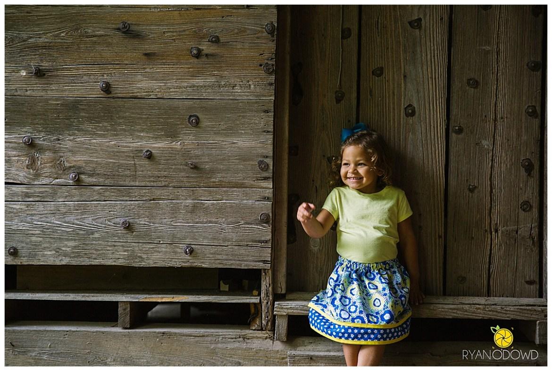 springtime farmhouse barn family shoot_0647.jpg