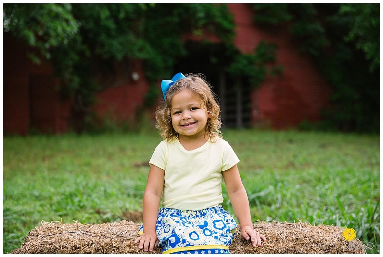 springtime farmhouse barn family shoot_0655.jpg