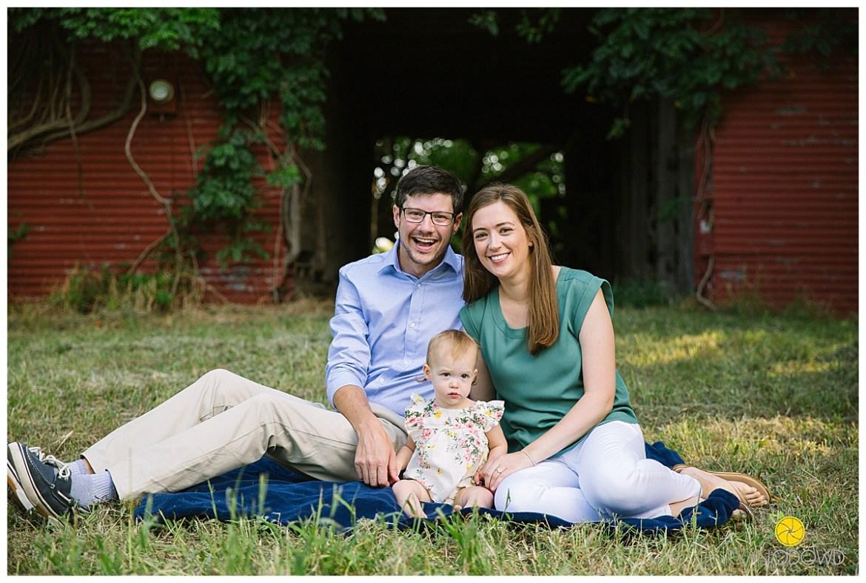 red barn summer family portraits_1444.jpg
