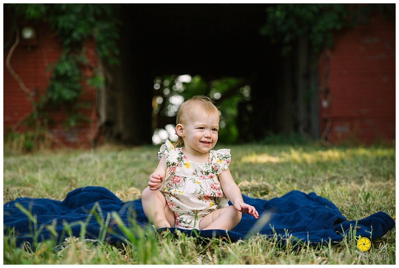 red barn summer family portraits_1447.jpg
