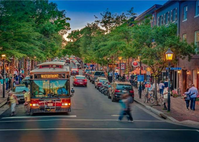 bustling-king-street-in-old-town-alexandria-with-trolley_credit-r-kennedy-visit-alexandria.jpg