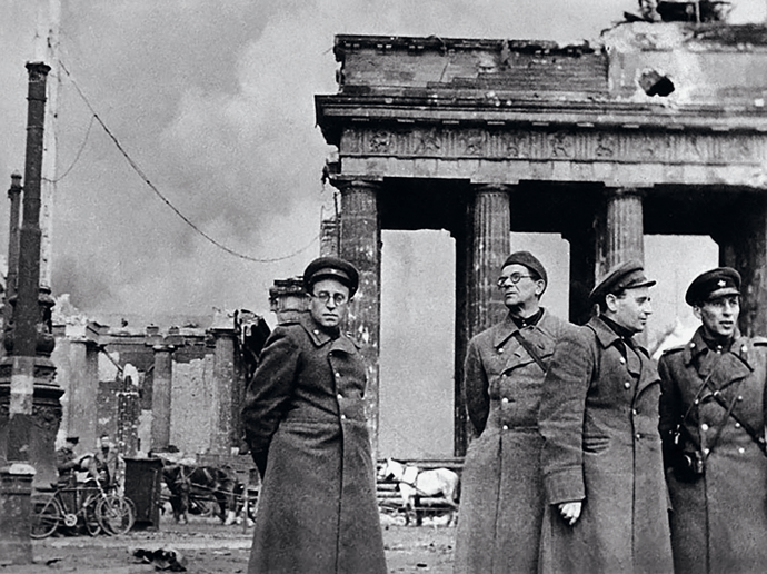 B&W picture of Vasily Grossman, author of Life and Fate, at the Brandenburg Gate (Berlin, 1945)