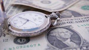 アメリカドルと時計の画像