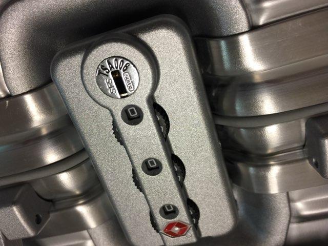 リモワRIMOWAのスーツケーストパーズ機内持ち込みサイズ28lビジネストローリー5
