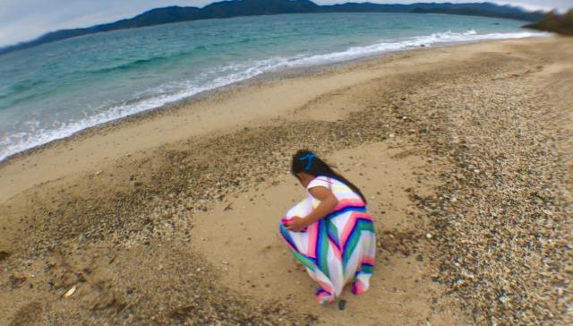 奄美大島観光倉崎海岸貝がら拾い