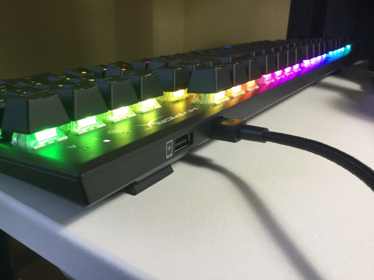 Alloy FPS RGB USB充電ポート