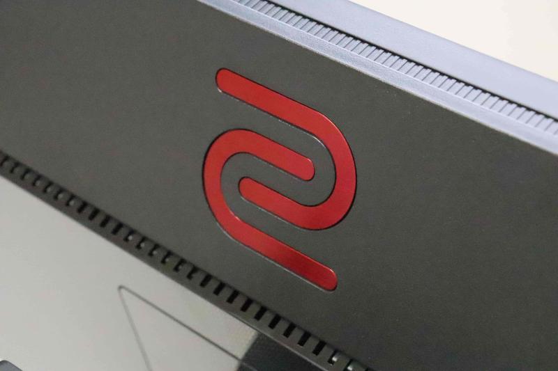 モニター背面のロゴマーク