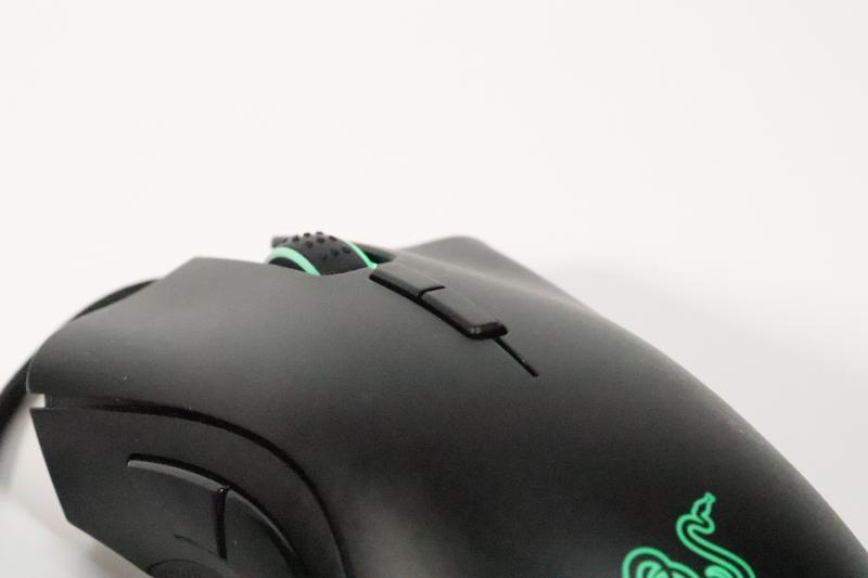 「DeathAdder Elite」のDPI変更ボタン