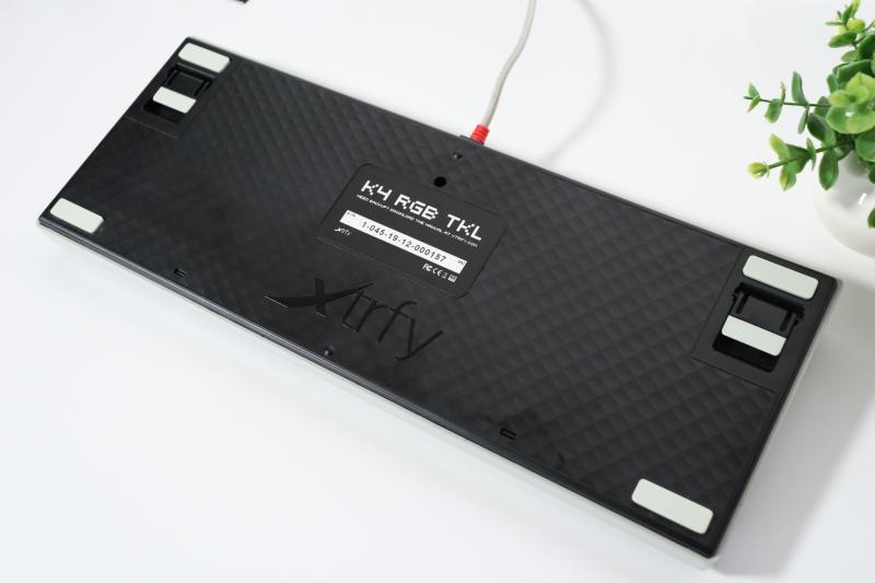 Xtrfy「K4 TKL RGB」背面