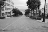 函館の港へ一直線に続く坂道