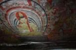 天然の洞窟内に描かれた壁画。神聖かつ圧倒的な空気感が漂う。