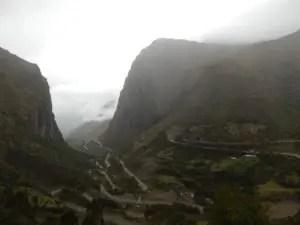 クスコから水力発電所までの山道