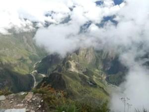 マチュピチュ山からのマチュピチュ遺跡とワイナピチュの景色