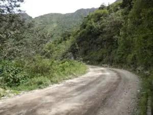 マチュピチュ遺跡までのバス通り