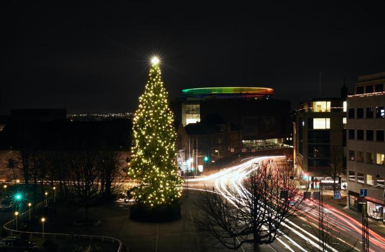 Juletræ-på-rådhuspladsen i Aarhus-1200px