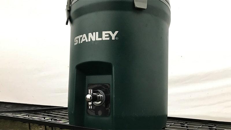 スタンレーウォータージャグのロゴ塗装