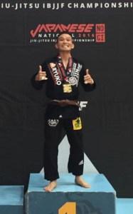 20160416-itoeigen-podium-400x250