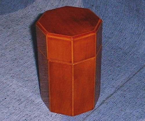 飛騨春慶の茶筒