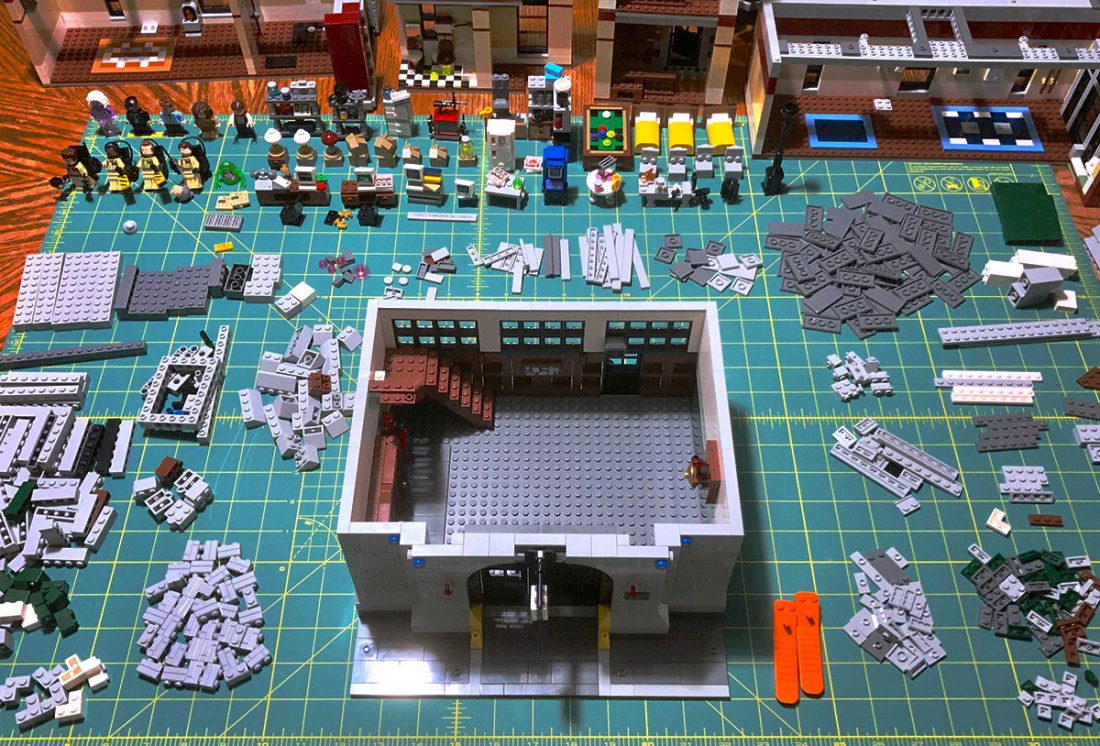 Pieces from the Lego Ghostbusters Headquarters set