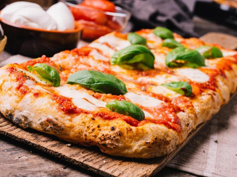 La pizza siciliana rappresenta un pasto ricco e gustoso