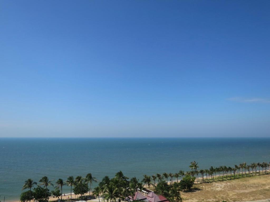 Sunshine Beach Condotel By Lux Na Jomtien Thailand