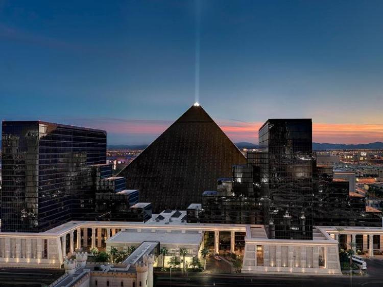 Хороший отель Луксор в Лас-Вегасе