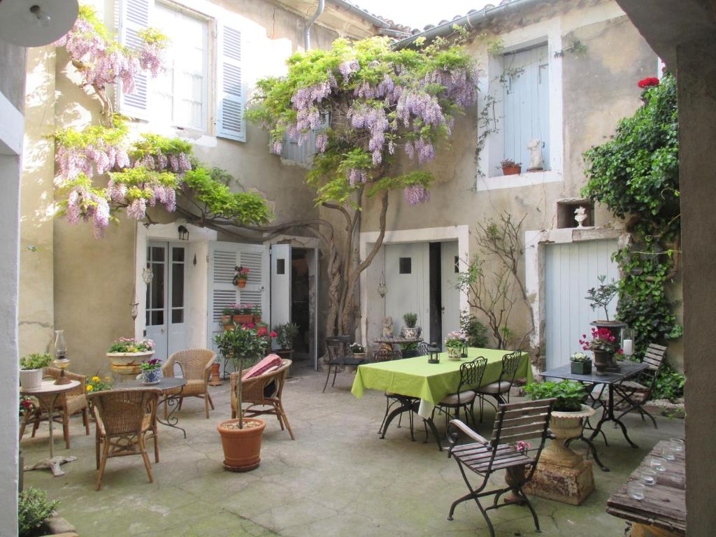 Bed And Breakfast La Maison Bourgeoise Le Thor France