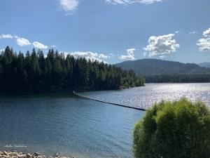 Lac en Californie, près du mont Shasta
